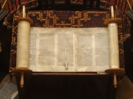 Open_Torah_scroll.jpg